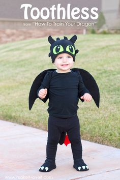 """from """"How To Train Your Dragon"""" A simple DIY Toothless Costume.from """"How To Train Your Dragon"""" Halloween Costume Patterns, Boy Costumes, Family Halloween, Baby Halloween, Halloween Costumes For Kids, Children Costumes, Halloween Stuff, Costume Ideas, Vintage Halloween"""