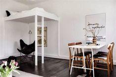 Ingenious bed placement on this modern tiny bedroom | www.masterbedroomideas.eu #tinybedroom #studiobedroom #smallbedroomdecor #smallbedroom #bedroomideas