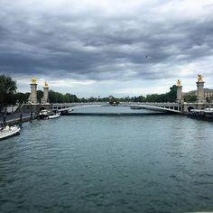Un día en París .  at ➡️www.makeyourownfashion.com ⬅️ #france_vacations  #igfrance #traveler #bloggerlife #travelpost #Makeyourownfashion #blog #myof