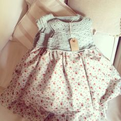 Ravelry: Laura Dress Yoke/Bodice pattern by Barbara Ajroldi Baby Summer Dresses, Little Dresses, Little Girl Dresses, Baby Dress, Tricot Baby, Laura Dresses, Moda Kids, Crochet Baby Hat Patterns, Bodice Pattern