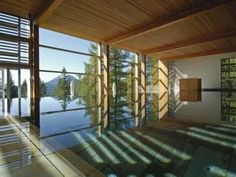 Design meets nature at the famous eco hotel Vigilius Mountain Resort, created by architect Matteo Thun, this boutique refuge sits on Monte San Vigilio - Vigiljoch in the South Tyrol, Italy. Bali Resort, Hotels And Resorts, Best Hotels, Jacuzzi, Solarium, Hotel Gast, Porches, Best Spa, South Tyrol