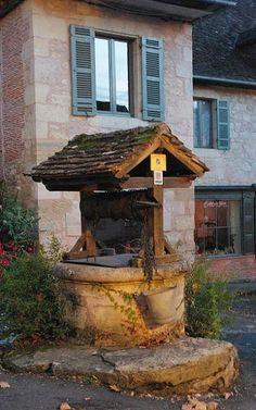 Le village la nuit.. Hautefort (Dordogne), Aquitaine, France   Flickr - Photo by PierreG_09