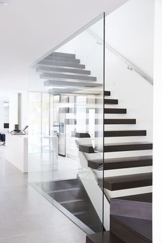 Cantilevered | Stairs | Floating Staircase | Victorian Ash | Timber | Handrail | Stainless Steel | Glass Balustrade | Interiors | Design | Architecture