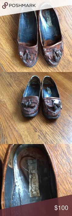 Vintage crocodile loafers made in Italy Very good condition. Label worn out but you can see made in Italy. Size 6 made in italy Shoes Flats & Loafers