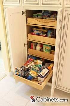 5 Tips for a Perfect Pantry Makeover Kitchen Pantry Storage, Pantry Organization, Closet Storage, Organizing, Discount Kitchen Cabinets, Kitchen Cabinetry, Chicken Wire Cabinets, Pantry Makeover, Home Kitchens