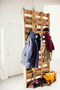 Porte manteau en palette! 20 idées pour vous inspirer…