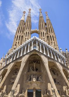 12 Facts You Need to Know About Gaudí's Sagrada Familia, Barcelona's Most Visited Attraction Monuments, Never Been To Spain, Chief Architect, Brick Facade, Antoni Gaudi, Barcelona Travel, Europe Travel Guide, Giza, Most Visited