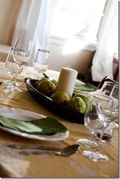 thanksgiving table setting-using fresh fruit as centerpiece