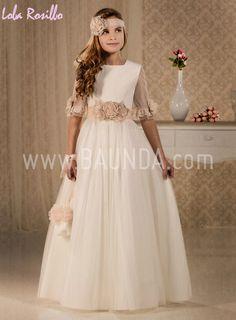 Vestido comunión falda de tul Lola Rosillo 2018 modelo Q101 de estilo romántico, cuello a la caja y manga francesa de tul. Fajín de tul color salmón #compraronlinevestidodecomunion #comunión2018 #comuniónlolarosillo