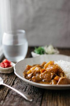 The most popular Japanese beef curry rice take away meal home using store bought Japanese curry roux, potato, beef, carrot and onion on plain steamed rice. Curry Rice, Beef Curry, Japanese Curry, Japanese Food, Japanese Recipes, Rice Recipes, Asian Recipes, Ethnic Recipes, Onigirazu