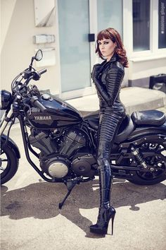 New Latex Biker Catsuit by Lacing Lilith / Lacing Lilith, a new rubber biker catsuit with a pad release | Fetish Style Info