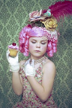 Marie Antoinette This Little Girl Transforms Into Her Favorite Characters For Stunning Photos.