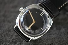 I feel totally naked without a watch. Simple Watches, Watches For Men, Best Handbags, Vintage Watches, Bangles, Tic Toc, Hand Bags, My Style, Womens Fashion