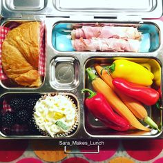 Wednesday's @planetbox lunch for my 4th grader is rosemary ham roll-ups, half of a croissant, blackberries, sweet peppers and carrots, and a homemade lemonade cupcake. Happy packing, peeps! #healthylunch #bento #eattherainbow #planetbox #organic #healthykids #justeatrealfood #packedlunch #momlife #parenting #schoollunch #cleaneats  #eatyourveggies  #realfood #nutrition #healthylife #Lunchideas #Superfoods #Lunchbox #Healthyfamily #wholefoods #kidslunch #foodnetworkfaves @wholefoods…