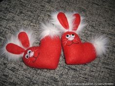 I do love bunny .This handcrafted DIY projects and gifts will put a fresh face on spring. let's make this interesting diy Bunny idea, which will bring Creative Valentines Day Ideas, Romantic Valentines Day Ideas, Valentine Day Crafts, Valentine Heart, Heart Decorations, Handmade Decorations, Bouquet Cadeau, Felt Roses, Romantic Gifts