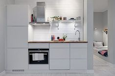 You don't need a lot of space to create a great kitchen. This gallery features many great small kitchen design ideas. While most small kitchen designs are used for apartments and condominiums, they can also be excellent for small homes… Continue Reading → Apartment Kitchen, Kitchen Interior, Kitchen Decor, Kitchen Design, Kitchen Ideas, Small Space Living, Tiny Living, Student Apartment, Small Apartment Design