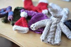 A tiny free pattern for a tiny Santa hat ornament.