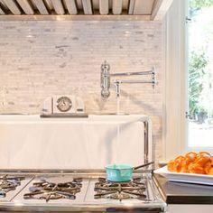A Unique Kitchen Makeover {Brunch at Saks} Real Kitchen, Kitchen Dining, Kitchen Decor, Kitchen Ideas, Condo Kitchen, Kitchen Ware, Kitchen Stuff, Kitchen Inspiration, Kitchen Cabinets