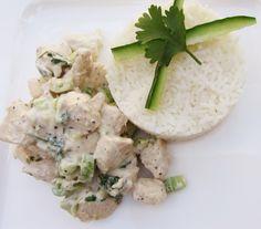 Kokos, koriander en kip: een heerlijke combinatie! En met wat limoen en een bosuitje maak je dit gerecht helemaal af. Benodigdheden (voor 2 personen): 200 ml kokosmelk 300-400 gram kipfilet in blokjes gesneden 1 limoen 4 takjes koriander Bosui, in ringetjes gesneden 200 gram rijst (wit of zilvervlies) Peper en... Read More →