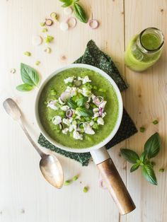 Eat Stop Eat To Loss Weight - Soupe froide Courgette, Poivron, Basilic Feta Feta, Soup Recipes, Vegetarian Recipes, Healthy Recipes, Healthy Soup, Smoothies, Fat Loss Diet, Stuffed Sweet Peppers, Stop Eating