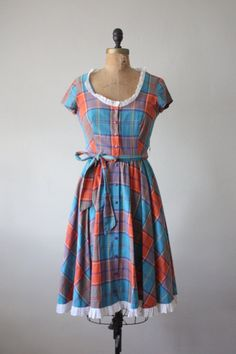 I love this dress but I wish I could modernize it a bit.. like a different colour and a belt :)
