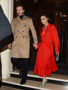 Victoria Beckham Opts for Holiday Glamour in Red Dress & Sparkly Green Heels David Y Victoria Beckham, Victoria Beckham Outfits, Victoria Beckham Style, Posh Beckham, The Beckham Family, Victoria Fashion, Stylish Couple, Fashion Couple, Elegant Woman