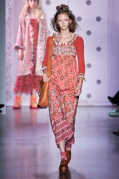 Anna Sui Spring 2020 Ready-to-Wear Collection - Vogue Anna Sui, Vogue Paris, Fashion 2020, Fashion Show, Women's Fashion, Fashion Trends, High Fashion, Mannequins, Traditional Dresses