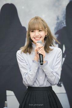 Jennie Lisa, Blackpink Lisa, Kpop Girl Groups, Korean Girl Groups, Thai Princess, Golden Princess, Locks, Lisa Blackpink Wallpaper, Rapper