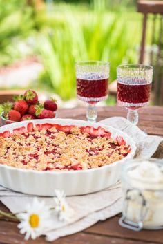 Lisää mansikka-raparperipaistoksen joukkoon pussillinen pehmeää lakritsia ja saat herkullisen jälkiruuan. Tarjoile paistoksen kanssa kermavaahtoa tai vaniljajäätelöä.