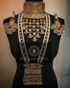 Fulfill a Wedding Tradition with Estate Bridal Jewelry Indian Bridal Jewelry Sets, Bridal Jewellery, Gold Jewellery, India Jewelry, Silver Jewelry, Stylish Jewelry, Fashion Jewelry, Women's Fashion, Fashion Outfits