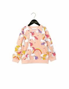 Add some color to your little one's wardrobe with this playful and cute sweatshirt from Swedish label Mini Rodini. In pink with unicorn print all over. Kids Fashion Wear, Little Girl Fashion, Bebe T Shirt, Cute Sweatshirts, Little Dresses, Kids Wear, What To Wear, Floral Tops, Autumn Fashion