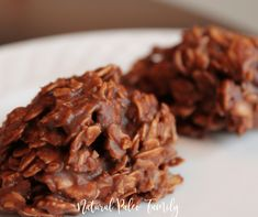 Chocolate Almond Cherry Crisps - These no-bake treats taste like bite-sized candy bars and are terrific with a cup of coffee. Prepare them up to two days in advance, and store in the refrigerator in an airtight container. Sugar Free No Bake Cookies Recipe, Sugar Free Desserts, No Cook Desserts, Cookie Recipes, Dessert Recipes, Healthy Chocolate, Chocolate Desserts, Chocolate Cherry, White Chocolate