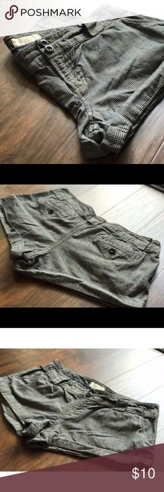American eagle plaid shorts Cute shorts in great condition American Eagle Outfitters Shorts Cargos