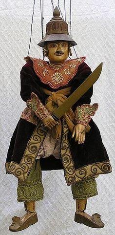 Burmese marionette - - Burmese marionette - warrior --- #Theaterkompass #Theater #Theatre #Puppen #Marionette #Handpuppen #Stockpuppen #Puppenspieler #Puppenspiel