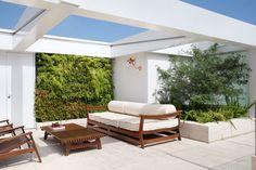 Moreso the structure than the furniture -- Cobertura Triplex by Izabela Lessa Arquitetura
