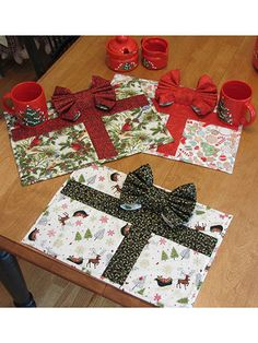 """Quilt-as-you-go place mats use fat quarters for quick and easy stitching. The 14"""" x 14"""" double-sided napkin becomes the bow. Size: 16"""" x 11"""""""