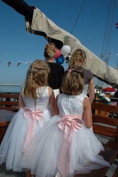 wedding on a ship. De mooiste bruidsmeisjes van de Klipper Iselmar...