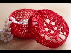 Cofanetto all'uncinetto - Portagioie, Porta confetti, Porta bomboniera - YouTube Blackberry, Raspberry, Baby Shower Favors, Wholesale Jewelry, Small Gifts, Doilies, Baby Gifts, Knit Crochet, Miniatures