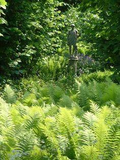 Kunst verstopt tussen de beplanting - www.grasveld.com