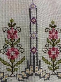 Cross Stitch Letters, Cross Stitch Love, Cross Stitch Borders, Cross Stitch Flowers, Cross Stitching, Basic Embroidery Stitches, Cross Stitch Embroidery, Hand Embroidery, Easy Crochet Patterns