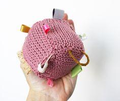 """Cube d'éveil, cube de préhension bébé, jouet """"la vie en rose au jardin d'automne"""" : Jeux, peluches, doudous par douceur-vagabonde"""