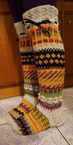 anelmaiset - Google-haku Crochet Slipper Boots, Crochet Slippers, Knit Crochet, Wool Socks, Knitting Socks, Hand Knitting, Knit Art, Crazy Socks, Cute Socks