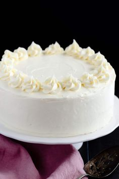 Homemade vanilla cake recipe suitable for all occasions! Homemade vanilla cake recipe suitable for all occasions! Basic Vanilla Cake Recipe, Homemade Vanilla Cake, Homemade Cakes, Basic Recipe, Cupcakes, Cupcake Cakes, Light Cakes, Cake Recipes From Scratch, Food Cakes
