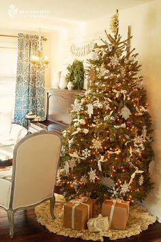 Love this tree and tree skirt!