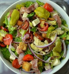 You are going to love all the fresh flavor packed in this super nutritious Italian Chopped Salad with Fresh Italian Dressing. It is perfect by itself or served with a small bowl of pasta, bowl of soup or flatbread pizza. Chopped Cobb Salad, Mexican Chopped Salad, Italian Chopped Salad, Chopped Salad Recipes, Italian Salad, Italian Dressing, Blt Pasta Salads, Easy Pasta Salad, Antipasto Salad