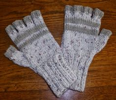 mittens for all hands - La Grenouille Tricote Winter Diy, Poster Design, Knitting Accessories, Beret, Fingerless Gloves, Arm Warmers, Mittens, Hand Knitting, Free Pattern