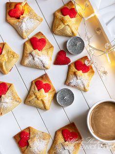 Słodko-słony świat Ilony...: CIASTECZKA WALENTYNKOWE LISTY - KRUCHE I MAŚLANE Valentines Day Treats, Valentine Cookies, Grain Brain, Christmas Cross, Catering, Waffles, Biscuits, Pudding, Cheese
