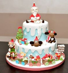 Adorable and well done! ~ Christmas cake ~ all edible