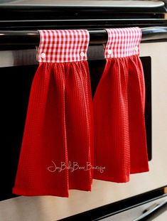 Red gingham towels hanging kitchen towel red kitchen towel hanging hand towel country kitchen decorative towel kitchen decor by joybabybear on etsy Dish Towel Crafts, Dish Towels, Easy Sewing Projects, Sewing Crafts, Sewing Hacks, Fabric Crafts, Kitchen Decor Sets, Hanging Towels, Kitchen Towels Hanging