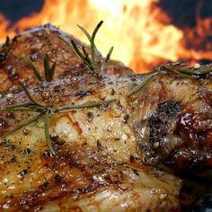 En Roig Robí también encontrará carnes y pescados a la brasa. Reserve su mesa de lunes a sábado. T. (+34) 932 189 222